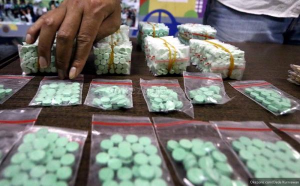 https: img.okezone.com content 2019 05 30 338 2062323 polisi-tangkap-bandit-narkoba-lintas-provinsi-150-ribu-butir-ekstasi-disita-O5yW3QUEFA.jpg