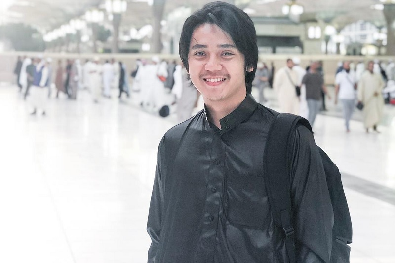 https: img.okezone.com content 2019 05 31 33 2062500 tak-mudik-arbani-yasiz-habiskan-libur-lebaran-di-malaysia-jnuSxlbGpA.jpg