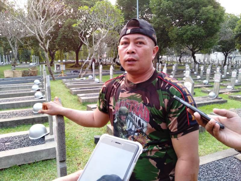 https: img.okezone.com content 2019 06 01 337 2062986 ungkapan-sedih-penggali-makam-atas-meninggalnya-ani-yudhoyono-qIuDGiXKll.jpg