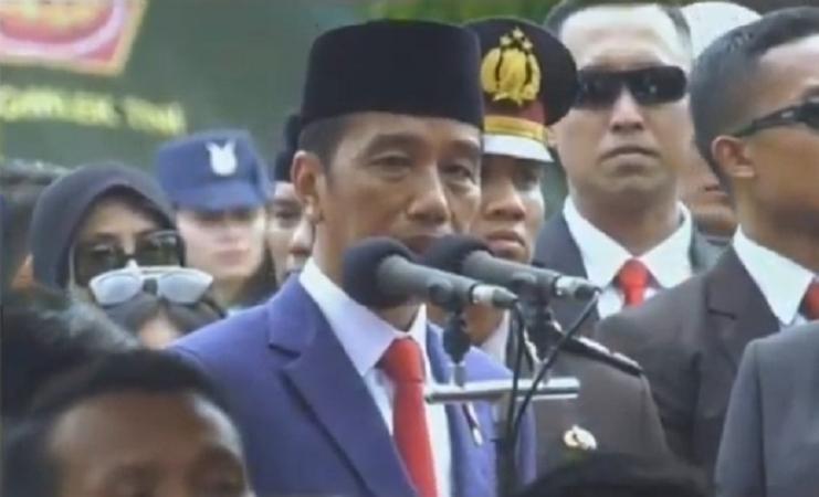 https: img.okezone.com content 2019 06 02 337 2063170 jokowi-ibu-ani-telah-pergi-namun-tetap-hidup-di-hati-seluruh-rakyat-indonesia-bWsdLWtiWX.jpg