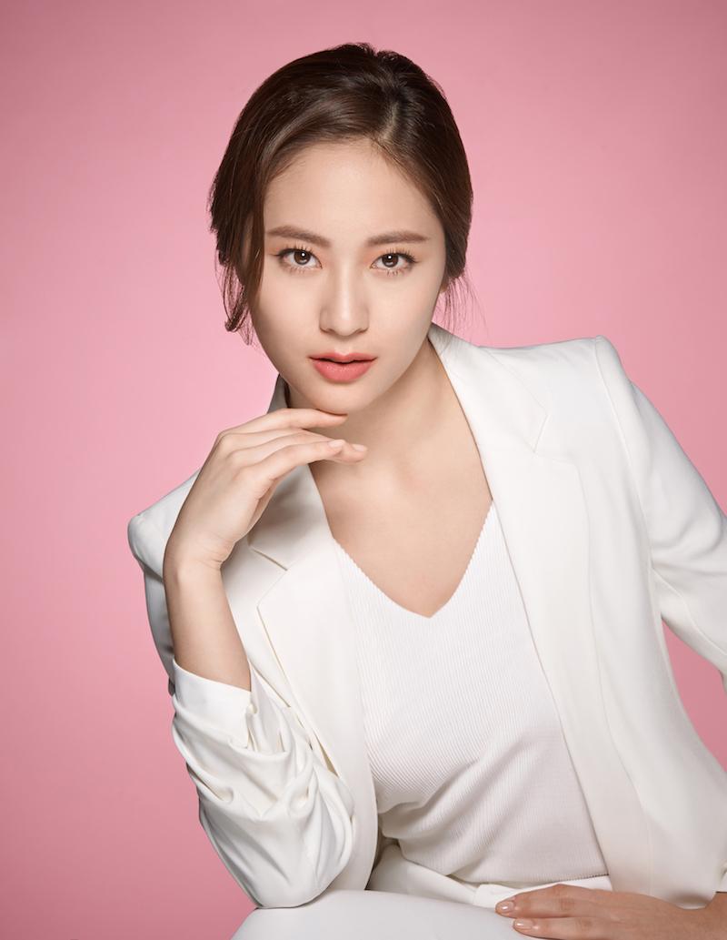 https: img.okezone.com content 2019 06 03 611 2063303 ingin-berdandan-ala-krystal-jung-di-hari-lebaran-ini-lho-rangkaian-makeup-nya-QyAgkRAqeG.jpg