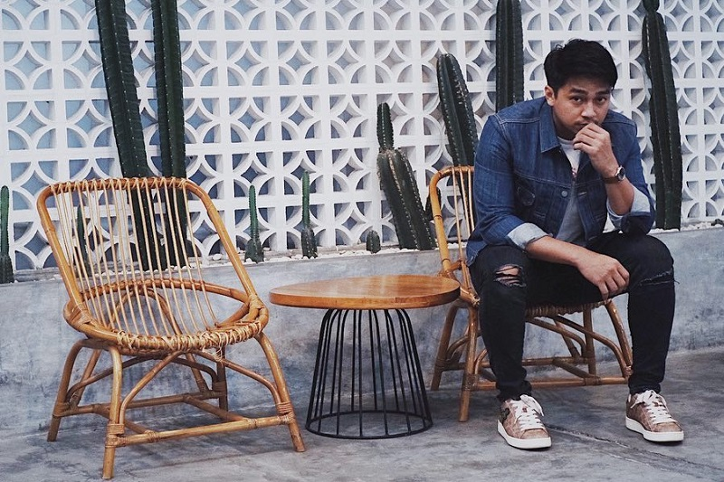 https: img.okezone.com content 2019 06 04 33 2063552 bisnis-kedai-kopi-deva-mahenra-miliki-target-50-cabang-di-indonesia-SjJNGyEIZM.jpg