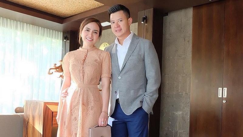 https: img.okezone.com content 2019 06 04 33 2063579 shandy-aulia-pajang-foto-di-ranjang-bareng-suami-netizen-enggak-pantas-HeqDwnGE7w.jpg