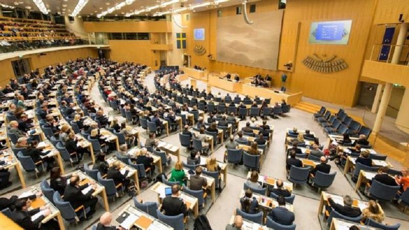https: img.okezone.com content 2019 06 05 18 2063994 anggota-parlemen-swedia-tidak-terima-tunjangan-besar-bahkan-sempat-tak-digaji-IO5kDw0rW0.jpg