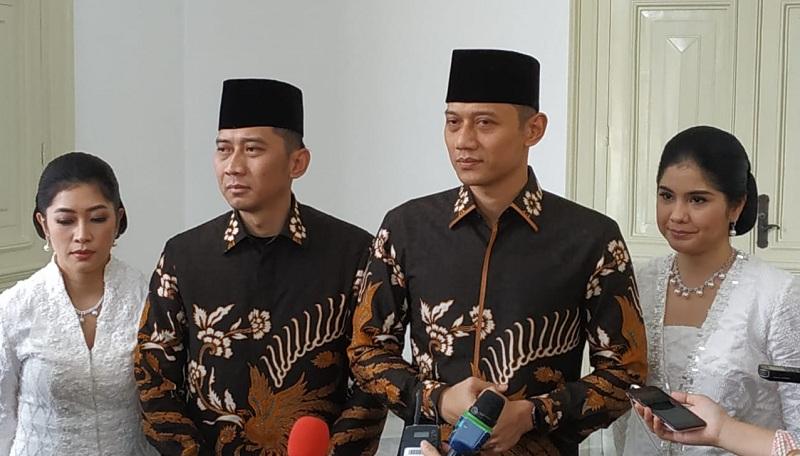 https: img.okezone.com content 2019 06 05 337 2063893 jokowi-sebut-ani-yudhoyono-flamboyan-ahy-kami-meneteskan-air-mata-tryVvYaaWk.jpg