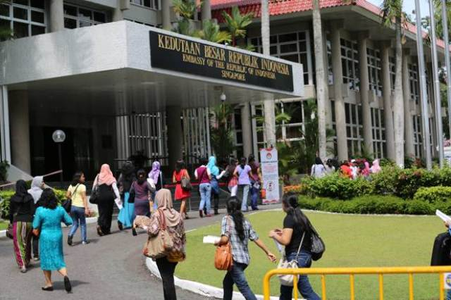 https: img.okezone.com content 2019 06 06 18 2064037 lebaran-di-kbri-singapura-ribuan-orang-menikmati-ketupat-sayur-PhBD2qFbVw.jpg