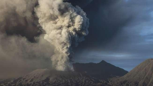 https: img.okezone.com content 2019 06 09 512 2064803 gunung-merapi-semburkan-lava-6-kali-wprytWhzUt.jpg