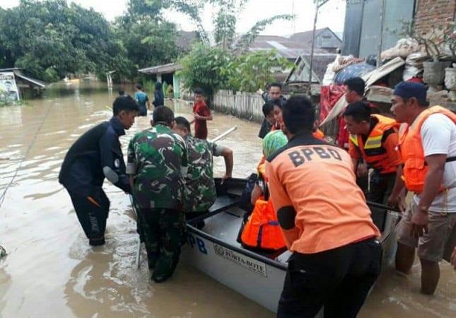https: img.okezone.com content 2019 06 09 609 2064632 sungai-meluap-3-kecamatan-di-sidrap-sulsel-terendam-aQlN7pQ9qF.jpg
