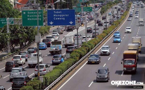 https: img.okezone.com content 2019 06 10 338 2064834 usai-libur-lebaran-lalu-lintas-di-jalanan-ibu-kota-kembali-macet-OONNWtXtwO.jpg