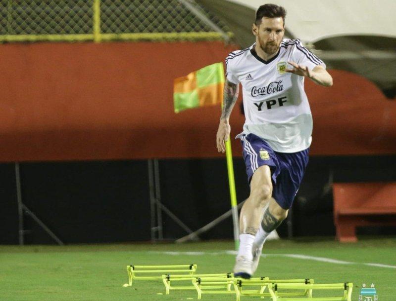 https: img.okezone.com content 2019 06 13 51 2066150 messi-jadi-ancaman-utama-timnas-brasil-menangi-copa-america-2019-Rwce9rVp8c.jpg