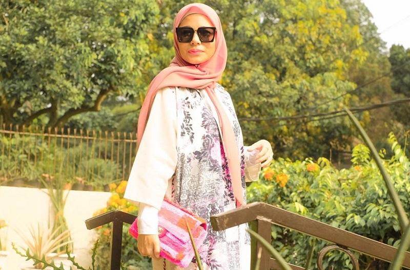 https: img.okezone.com content 2019 06 13 617 2066075 mantap-berhijrah-ini-5-gaya-meisya-siregar-dengan-hijab-aneka-warna-b9cltvr4fc.jpg