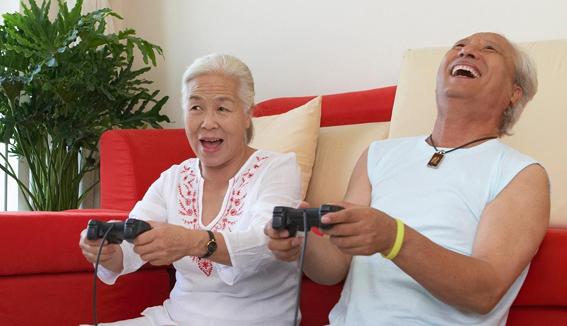 https: img.okezone.com content 2019 06 14 56 2066488 38-persen-warga-amerika-usia-50-ke-atas-ternyata-gamer-tQOwV1EkCa.jpeg