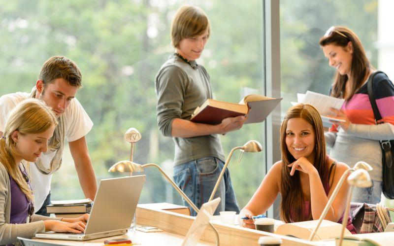 https: img.okezone.com content 2019 06 14 65 2066408 tinggal-di-asrama-kampus-bisa-lebih-sukses-kok-bisa-XeCGZ8p89s.jpg