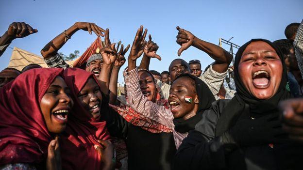 https: img.okezone.com content 2019 06 15 18 2066764 cerita-di-balik-krisis-sudan-demonstran-wanita-diduga-diperkosa-para-militer-6hThfoGcUt.jpg