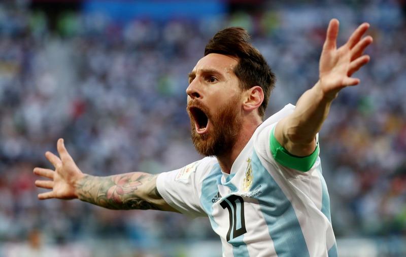 https: img.okezone.com content 2019 06 15 51 2066769 sikap-pantang-menyerah-messi-akhiri-puasa-gelar-argentina-tuai-pujian-HyNWm2LwPG.jpg