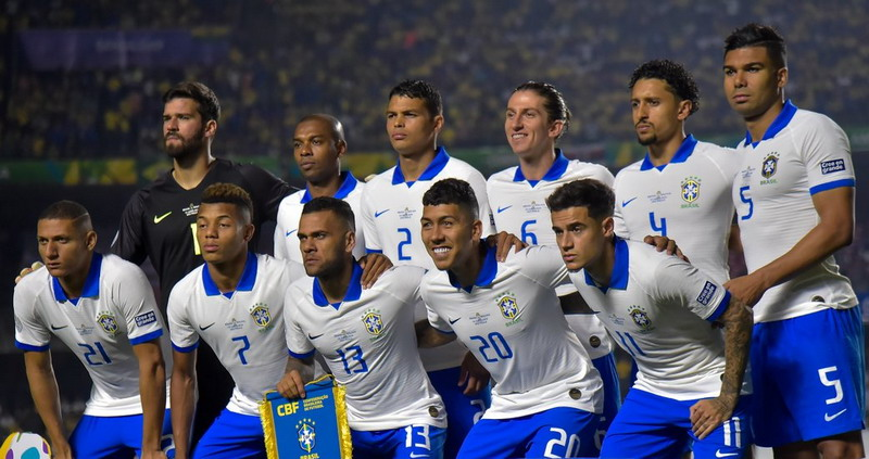 https: img.okezone.com content 2019 06 15 51 2066846 dani-alves-anggap-wajar-cemooh-suporter-di-laga-brasil-vs-bolivia-ljlgJaMb5W.jpg