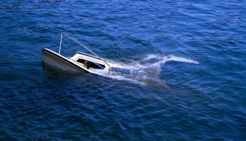 https: img.okezone.com content 2019 06 16 609 2067077 kapal-terbalik-dihantam-ombak-kepala-desa-dan-3-warganya-terhempas-di-laut-lepas-yazX7fKRZi.jpg