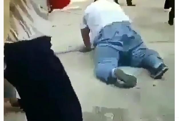 https: img.okezone.com content 2019 06 16 612 2066967 video-viral-bocah-gemuk-kena-instan-karma-karena-jahili-teman-perempuannya-RdngZt67Va.jpg
