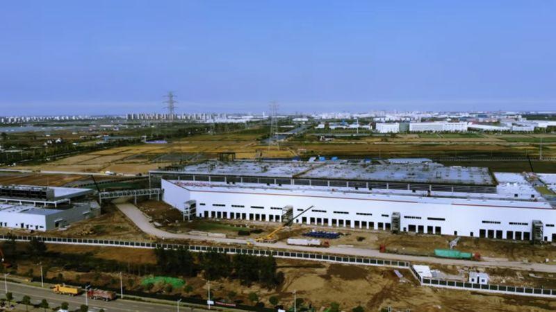 https: img.okezone.com content 2019 06 17 15 2067542 pabrik-rampung-tesla-siap-gempur-pasar-kendaraan-listrik-china-U0WyyrPEVt.jpg