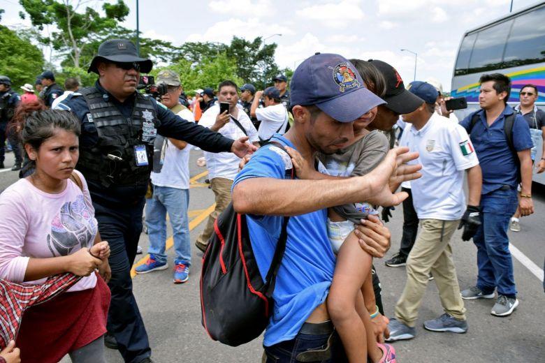https: img.okezone.com content 2019 06 17 18 2067355 terancam-sanksi-as-meksiko-tahan-791-imigran-termasuk-368-anak-anak-eAXp12NQkR.jpg