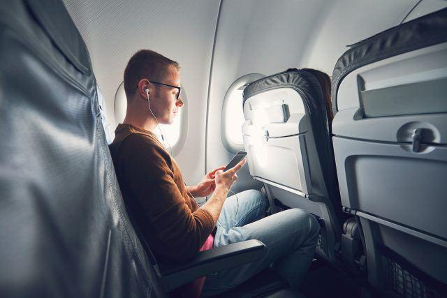 https: img.okezone.com content 2019 06 17 406 2067485 ini-alasan-penumpang-tidak-boleh-mengaktifkan-ponsel-selama-di-pesawat-YUseaf7qUa.jpg