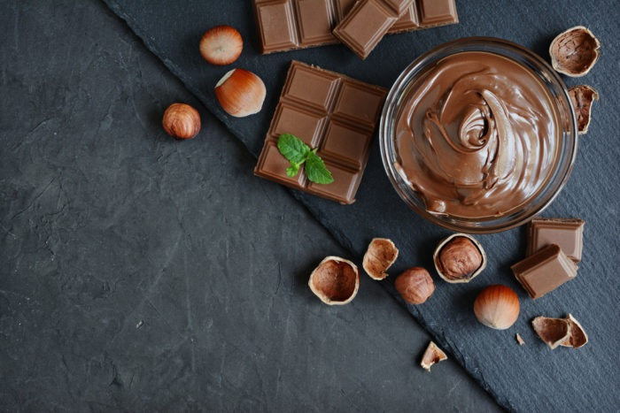 https: img.okezone.com content 2019 06 17 481 2067347 senang-makan-cokelat-tiap-hari-bikin-gemuk-fnTg2B0OUu.jpg