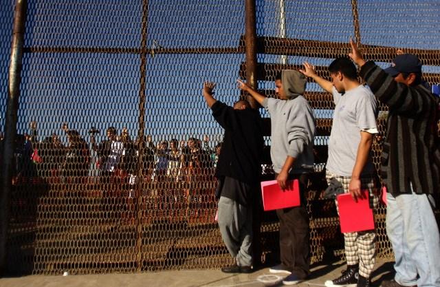 https: img.okezone.com content 2019 06 18 18 2067877 amerika-serikat-bersiap-pindahkan-jutaan-migran-ilegal-ke-negara-ketiga-ZZvh5Voidi.jpg