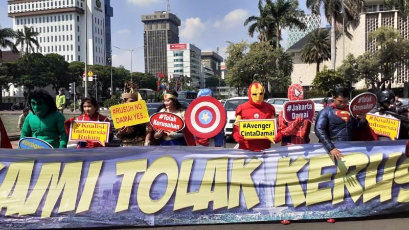 https: img.okezone.com content 2019 06 18 337 2067724 mk-sidang-sengketa-pilpres-avengers-hingga-gatot-kaca-serukan-damai-untuk-indonesia-0n6kdwMUtd.jpeg