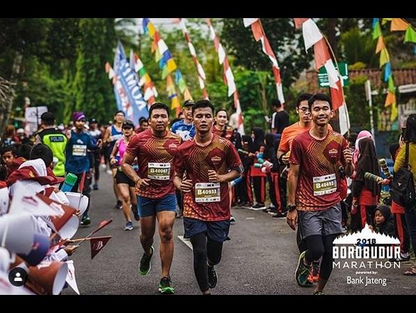 https: img.okezone.com content 2019 06 18 406 2067899 kombinasi-track-lari-unik-borobudur-marathon-2019-siap-digelar-qApl68HSSt.jpg
