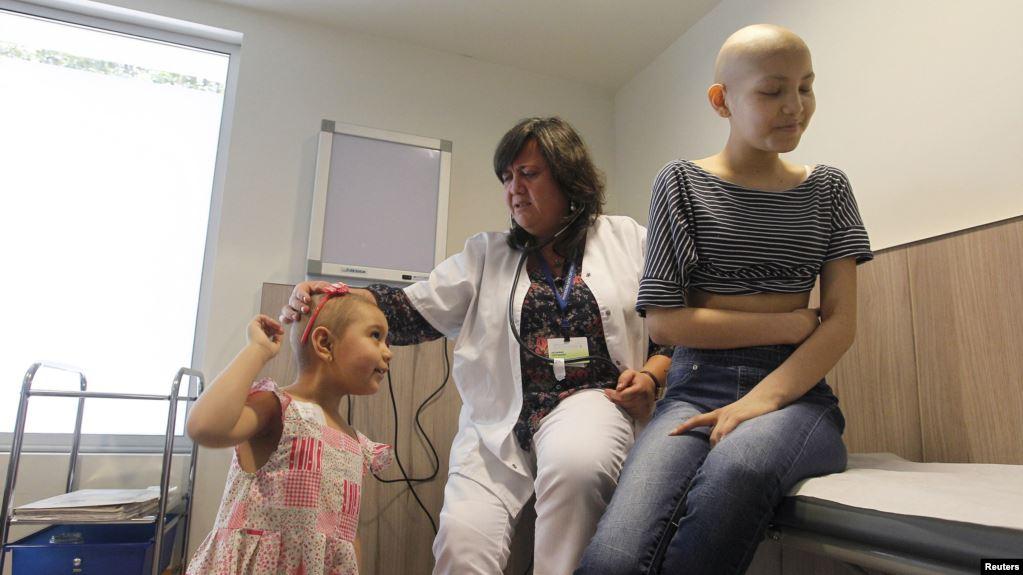 https: img.okezone.com content 2019 06 18 481 2068041 keluhan-pasien-karena-mahalnya-perawatan-kanker-di-rumah-sakit-mahal-Cq5oEpYxFP.jpg