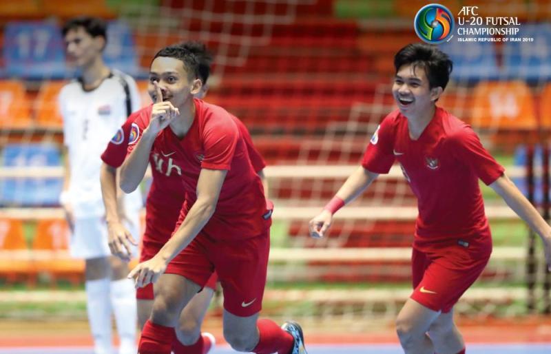 https: img.okezone.com content 2019 06 18 51 2067827 timnas-futsal-indonesia-u-20-unggul-2-0-atas-vietnam-di-babak-pertama-463xgNtK3i.jpg