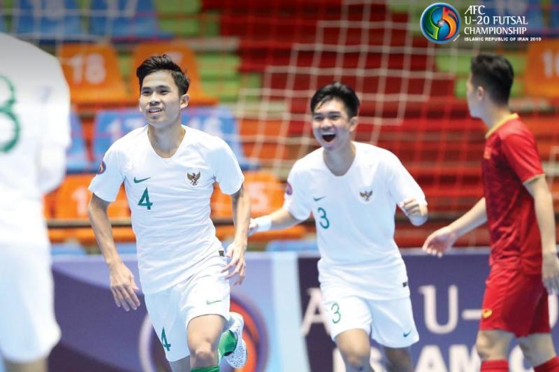 https: img.okezone.com content 2019 06 18 51 2067852 hajar-vietnam-7-5-timnas-futsal-indonesia-u-20-lolos-ke-semifinal-piala-asia-futsal-2019-sBaa3QZjAH.jpg