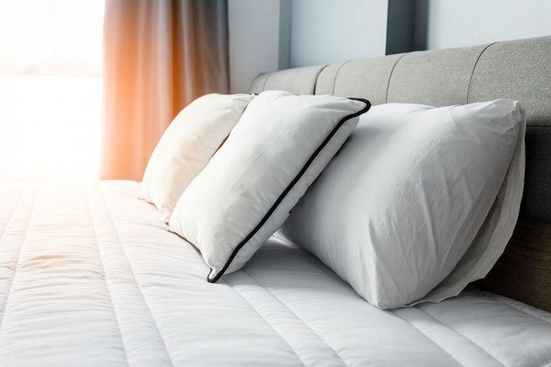 https: img.okezone.com content 2019 06 19 481 2068151 lebih-baik-mana-tidur-pakai-bantal-atau-tidak-wZ10L9wPaO.jpg