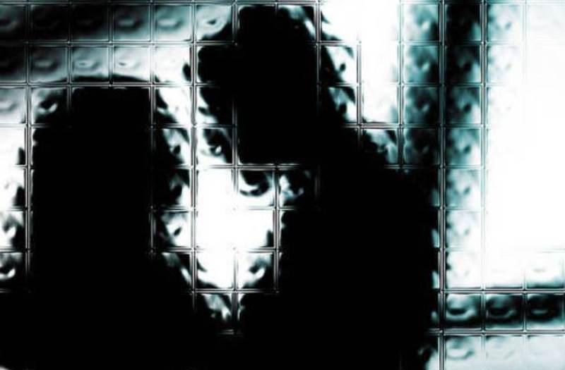 https: img.okezone.com content 2019 06 19 525 2068347 pasutri-yang-pertontonkan-adegan-seks-ke-anak-anak-di-tasikmalaya-jadi-tersangka-bgkX6hYG7E.jpg