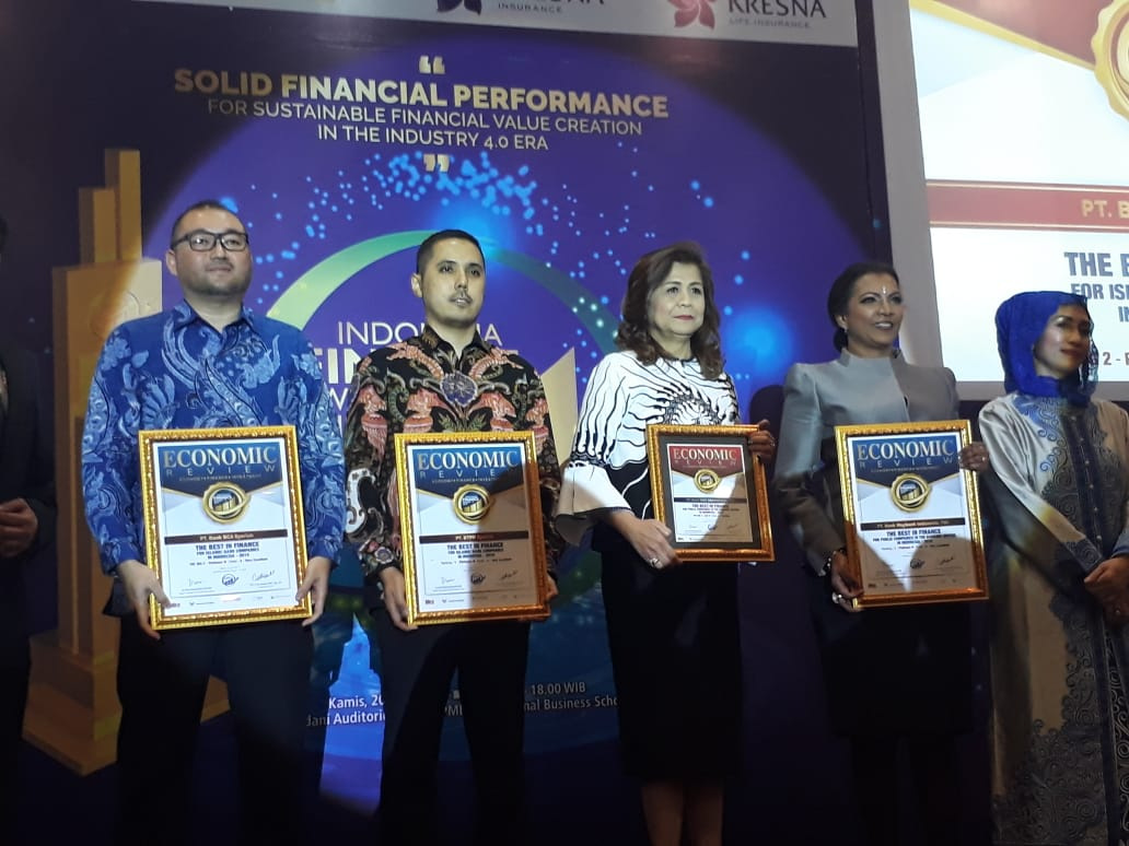 https: img.okezone.com content 2019 06 20 320 2068892 mnc-bank-raih-penghargaan-dari-indonesia-finance-awards-20RwM3OFPa.jpg