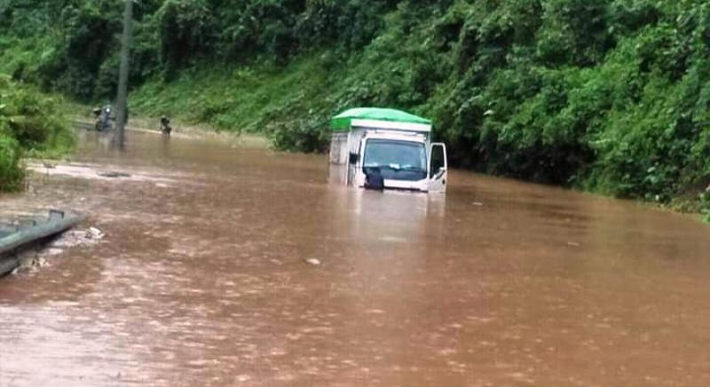 https: img.okezone.com content 2019 06 20 340 2068744 banjir-terjang-morowali-utara-akses-jalan-trans-sulawesi-lumpuh-CryMBQ3fCj.jpg