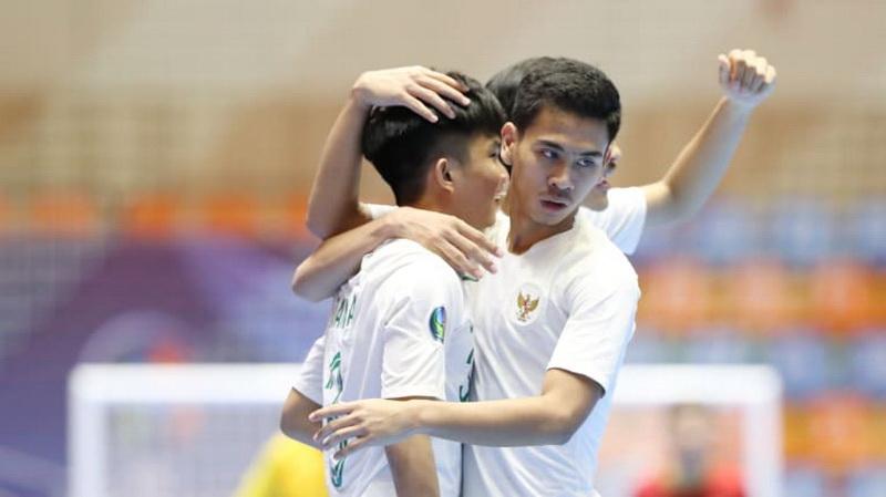 https: img.okezone.com content 2019 06 20 51 2068721 jelang-hadapi-afghanistan-di-semifinal-piala-asia-futsal-u-20-indonesia-belajar-dari-iran-q5vI1uX5YU.jpg