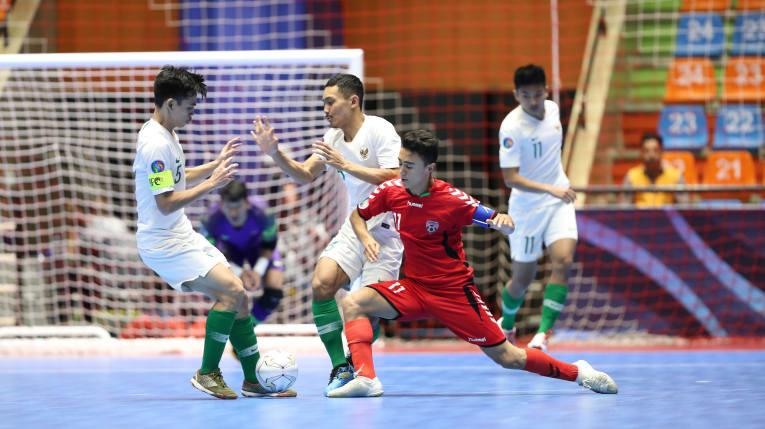 https: img.okezone.com content 2019 06 20 51 2068924 timnas-futsal-indonesia-u-20-gugur-di-semifinal-usai-kalah-dari-afghanistan-pd8UEdyhk8.jpg