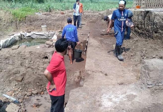 https: img.okezone.com content 2019 06 21 519 2069352 situs-peninggalan-kerajaan-majapahit-sepanjang-21-meter-ditemukan-di-mojokerto-nKHofFxu9L.jpg