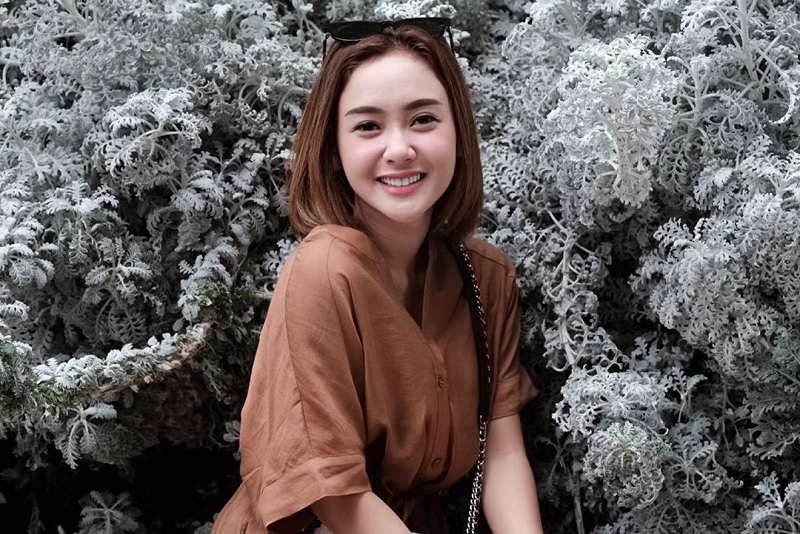 https: img.okezone.com content 2019 06 22 33 2069578 janda-muda-intip-potret-cita-citata-yang-memesona-VPTX7sxJya.jpg