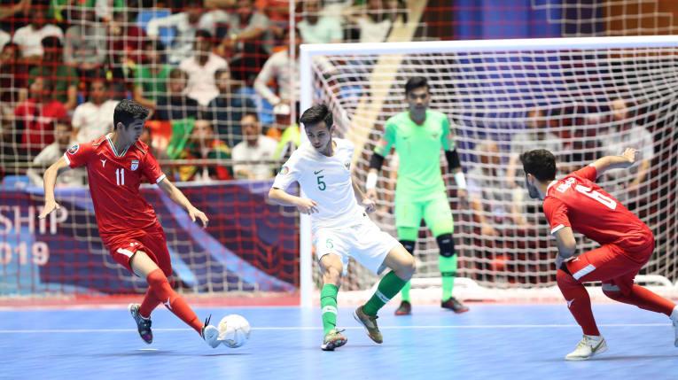 https: img.okezone.com content 2019 06 22 51 2069743 asisten-pelatih-indonesia-akui-iran-layak-rebut-tempat-ketiga-piala-asia-futsal-u-20-2019-02NFXTHowQ.jpg