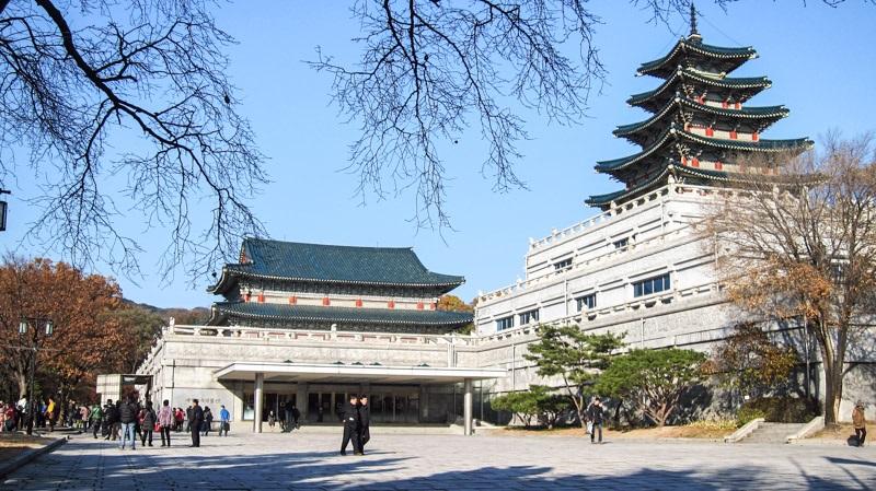 https: img.okezone.com content 2019 06 23 406 2069835 mengintip-liburan-para-artis-ke-korea-pada-singgah-di-mana-ya-cbKviZaxlb.jpg