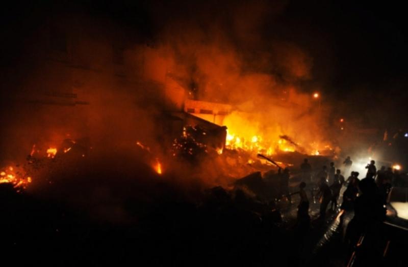 https: img.okezone.com content 2019 06 23 608 2069765 mabes-polri-kirim-ahli-forensik-bantu-identifikasi-korban-kebakaran-pabrik-korek-api-9wUIrKuAl3.jpg
