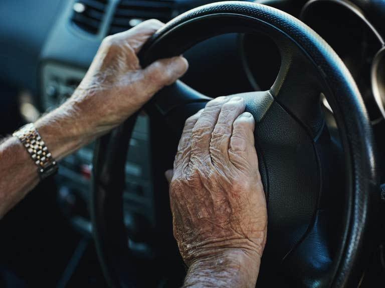 https: img.okezone.com content 2019 06 25 15 2070828 hampir-2-juta-pengemudi-mobil-akui-nyetir-dalam-pengaruh-alkohol-qBSGadBGZp.jpg