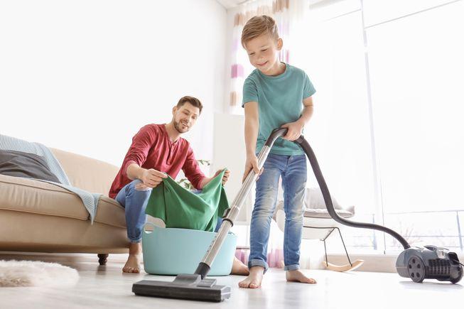 https: img.okezone.com content 2019 06 25 196 2070452 anak-yang-terbiasa-lakukan-pekerjaan-rumah-tangga-akan-jadi-orang-sukses-FjUpuLdJdJ.jpg