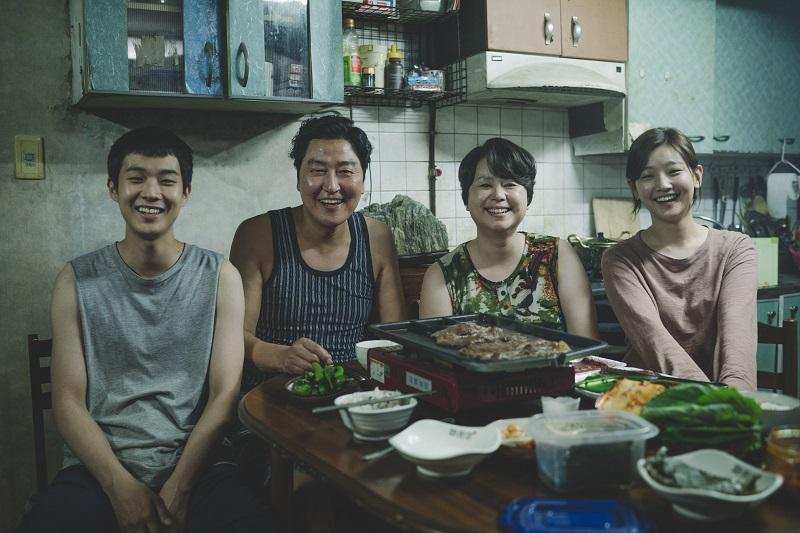 https: img.okezone.com content 2019 06 25 206 2070877 film-korea-parasite-geser-men-in-black-dari-puncak-box-office-perancis-tneUV2qF3r.jpg