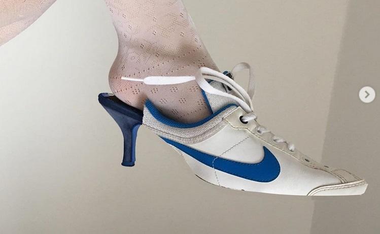 https: img.okezone.com content 2019 06 26 194 2071032 desainer-rumania-sulap-sneakers-nike-jadi-high-heels-hasilnya-keren-dtSJ0OcIBA.jpg
