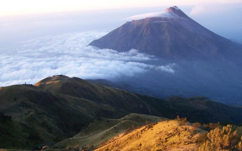https: img.okezone.com content 2019 06 26 519 2071200 cuaca-ekstrem-puncak-gunung-lawu-bersuhu-minus-4-derajat-MqYw1DNq4R.jpg
