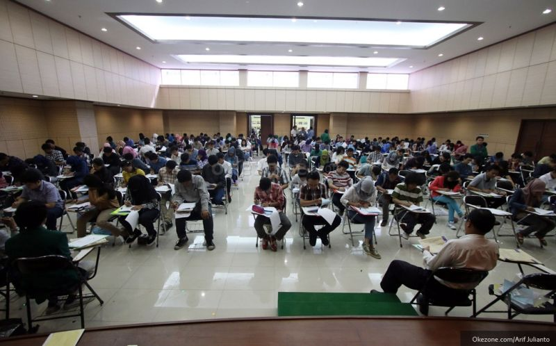 https: img.okezone.com content 2019 06 26 65 2071197 peminat-sbmptn-uns-tertinggi-kedua-di-indonesia-TZ8vPMduSU.jpg