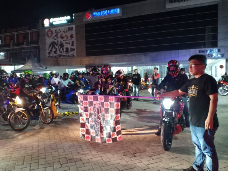 https: img.okezone.com content 2019 06 27 15 2071810 ratusan-bikers-ramaikan-gelaran-saturday-night-ride-di-pekanbaru-4IUmaiQWW2.jpg